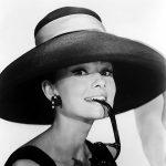 Audrey Hepburn, elegant behütet